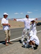 badwater2010, Vincent Toumazou à l'assistance, photo AdventureCorps